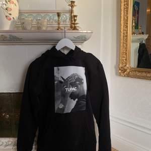 Tupac / 2pac unisex hoodie i storlek M. Inköpt för 600, säljer för 350kr+frakt 😇