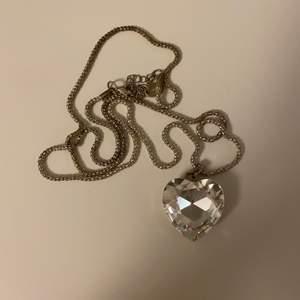 Halsband med stort hjärta, liknar den i titanic fast annan färg, fri frakt✨