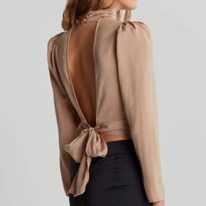 Säljer denna fina blusen från Gina Tricot, har aldrig använt den och den har kvar prislapp, det är storlek 34. Nypris var 399kr!
