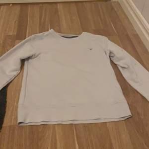 Vit gant tröja för både killar och tjejer, om fler vill ha den så buda i kommentarerna. Skriv gärna privat om ni har några frågor eller vill köpa🤍