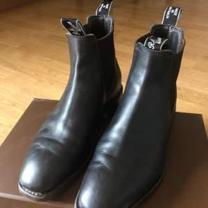 Rm Williams yearling Leather stl 6,5. Mkt lite använda. Köpta okt 2020. Kvitto finns. Nypris 4500:-