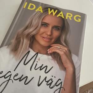 Bok av Ida Warg. Säljes pågrund av att jag redan läst den ur en annan bok. Fint skick och väldigt intressant att läsa. Kan mötas upp i Göteborg annars står köparen för frakten