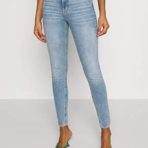 Helt nya jeans från ginatricot, stl 32. Nypris 399