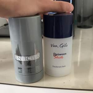 Jag fick dem i present men jag kan inte använda deo sticks då jag får utskrivna mediciner som förhindrar att jag använder deo. Vill bli av med dessa! Luktar skitgott båda två! Givetvis är dem oanvända endast öppnade för att lukta på! 🥰