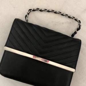 Väska köpt för 250 kr och säljs för 100 !