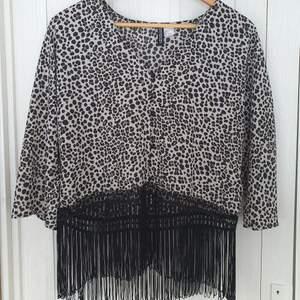 Leopard mönstrad tröja med