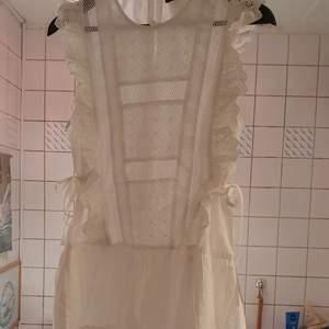 En unik kotton summer klänning som passar mycket bra till summer och passar från xs,a eftersom den har bälter pa sidor.finns fler bilder och bud I kommenterna