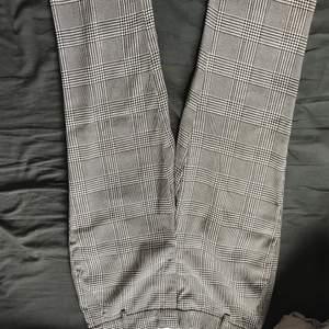 Jättefina rutiga kostymbyxor. Köpta på secondhand men aldrig använt de, sparsamt använda av den gamla ägaren.