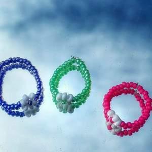 Egengjord ring som är väldigt enkel och simpel och lägger till lite färg till outfiten.🌈🤗