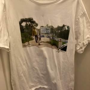 En as cool t-shirt med coolt tryck, passar inte mig längre. Köparen står för frakt, swish 💕