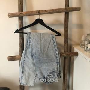 Jeans från Gina. Raka i modellen