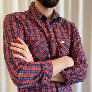 A Pepe Jeans Shirt, squared with blue and red lines. Very comfortable for winter times. I wore it quite a lot but the quality is excellent! It's a size S but fits larger chest (I usually have M size). I can send extra picture if you'd like. Price new: 95€