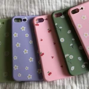 Söta mobilskal till iPhone 7/8+. Köparen står för frakten. Buda!