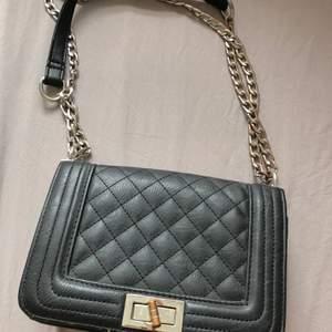 Chanel inspirerad väska ifrån ur och Penn. Köpte för 200kr och säljer för 40kr+frakt🥰