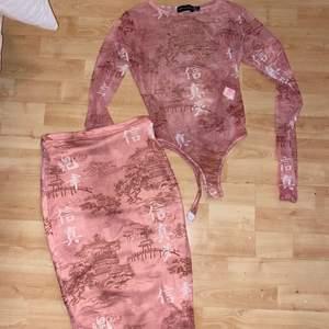 Two piece från Plt, toppen är mesh. Storlek S, kjolen är strech