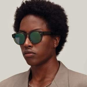 SÖKER!!!!! Söker dessa chimi solglasögon från chimi eye were i modellen 003 färg kiwi i antingen spegelglas eller mörk lins💘 Hör av er om ni vill sälja!