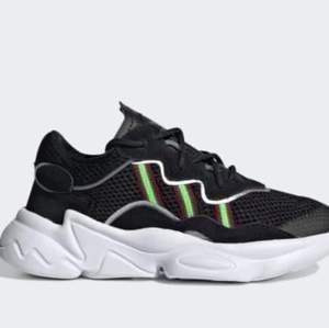 Adidas sneakers ozweego. Använda vid två tillfällen.