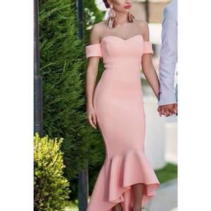 Säljer min klänning som jag har haft på min förlovnings fest. Använd bara en gång. Start bud ligger på 1500kr.