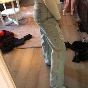 Jeans med hål från shein som är för stor på mig.
