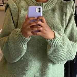 Grön stickad tröja från Gina Tricot