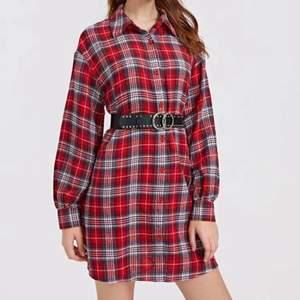 Helt ny klänning i tjockare material passar M-L