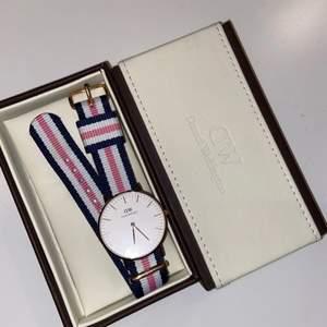Daniel Wellington Classic Southampton roséguld 36mm klocka.   Nästintill ny, använd bara vid 4 tillfällen. Kan betalas via swish också!!!!!!!!!!!!!!!!! Nypris: 1399kr