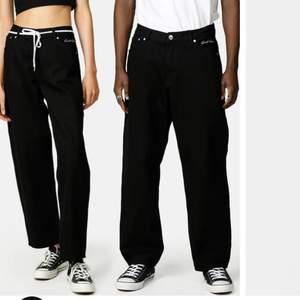 Sweet sktbs sweet big skate jeans som är använda några gånger och är i väldigt bra skick, strlk är xs och passar någon som är mellan 165-176