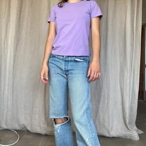 Lila tshirt i bra skick! Möts på söder annars står köparen för frakt på 45kr 💋 ‼️PS: byxorna finns att köpa på kontot WINTER här på Plick!‼️