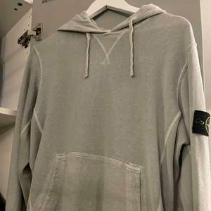 Sparsamt använd hoodie från Stone Island, själs eftersom att jag avskyr stone island