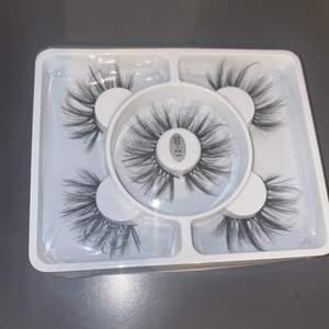 Långa 3D lösögonfransar som aldrig är använda eller öppnade. Ungefär 1,5cm långa och mycket volym. Frakten kostar 12kr.