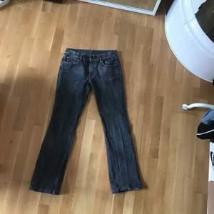 Rkt snygga byxor från 2nd hand. Perfekt för dig som letar efter ett par snygga najs jeans! Bästa passformen jag någonsin sett, och de har en rkt vintage look. Passar både killar och tjejer!