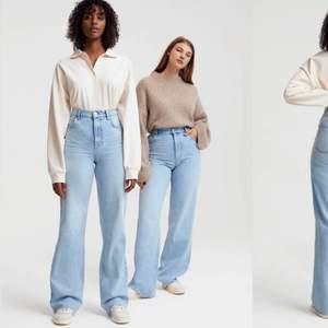 Högmidjade wide jeans från ginatricot. Ganska säker på att modellen heter IDUN. De jeans jag säljer är exakt lika dana bara nån nyans mörkare men svårt att ta bild då det är försmå på mig så lånade från ginas hemsida men hittade inte samma färg men detta är iaf samma modell. Tredje bilden ser man färgen på jeansen. Stl 32 men kan nog passa 34 också. Frakt ingår ej.