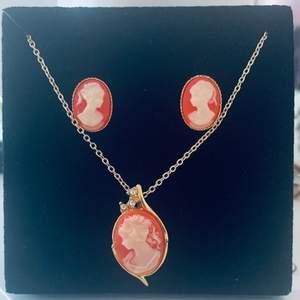 Jättefint halsband + örhängen 💖 säljer för högsta bud😌