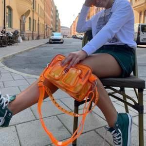 Asball transparent väska från nunoo, en av mina absoluta favoriter! Om flera är intreserrade - buda i kommentarerna! 350kr exklusive frakt. Nypris kring 1 000kr och säljs ej längre💞 budgivning avslutas tisdag (16/2) kl.20