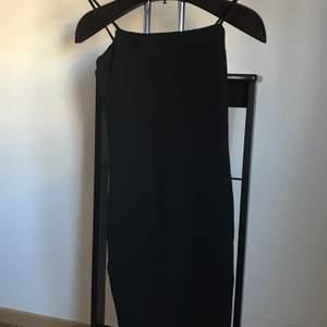 KOM MED ETT BUD, Tjockare tyg, fin skick, från Gina tricot, använd vid ett tillfälle