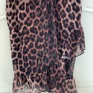 Fin kjol från nelly, endast använt två gånger så superbra skick