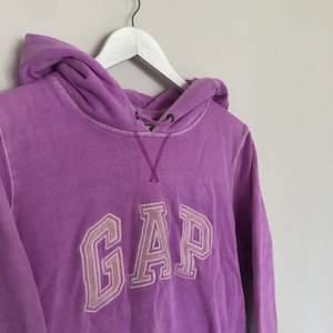 Vintage Gao hoodie i storlek Large. Hoodien har en snygg spellout och fading. Hoodien är i använt skick och har inga defekter.