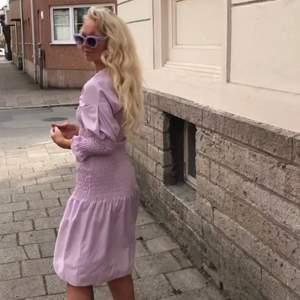 Romantisk ljuslila klänning från Gina tricot. Bra skick, använd ett fåtal gånger!