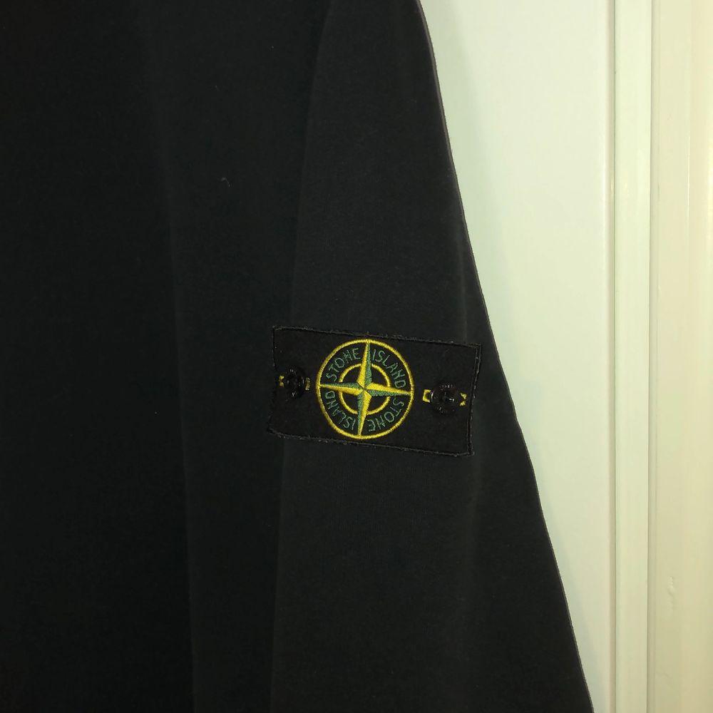 Stone island tröja som är köpt ifrån Flannels. . Tröjor & Koftor.