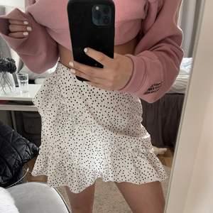 Helt ny kjol. Vid intresse och bra bud kan jag sälja!