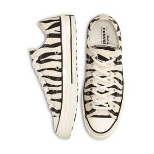 Ascoola Converse sneakers med zebramönster i storlek 40! Helt oanvända då storleken var fel för mig. Slutsålda på de flesta ställen. Köpta för 900kr🥰
