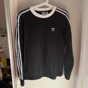 Långärmad tröja från adidas. Köpt på Zalando. Storlek S