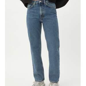 Säljer mina fantastista voyage jeans ifrån Weekday då de tyvärr inte används så mycket längre.