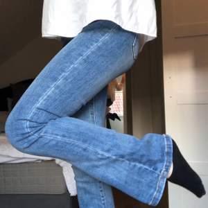 Bootcut jeans från I dig denim. Använda 1 gång!! Nypris 900. Perfekt blå färg!