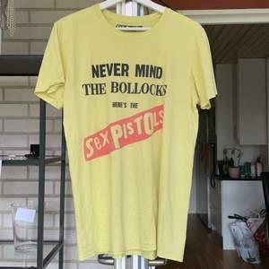 Tre skitsnygga t-shirts som är bra för sommaren⭐️ en för 30kr eller alla för 70kr⭐️