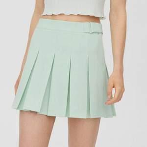 En superfin somrig kjol som är i en fin mintgrön färg. Säljer pga att den tyvärr är lite för stor för mig. Aldrig använd och prislappen sitter kvar💚 storlek: M och pris: 230 kr men kan diskuteras vid snabbt köp✨