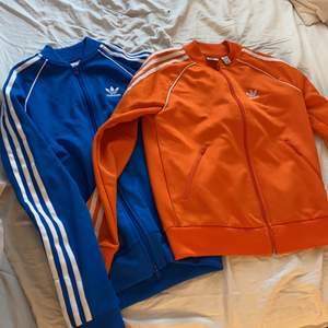 Två adidas tröjor, 80kr styck båda köpta i USA för 567kr, båda storlek XS