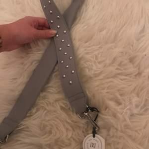 helt nytt väskband från don donna med silver pärlor på  kan fraktas 🥰