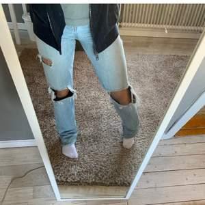 Raka jeans från zara i storlek 36! Bud från 170