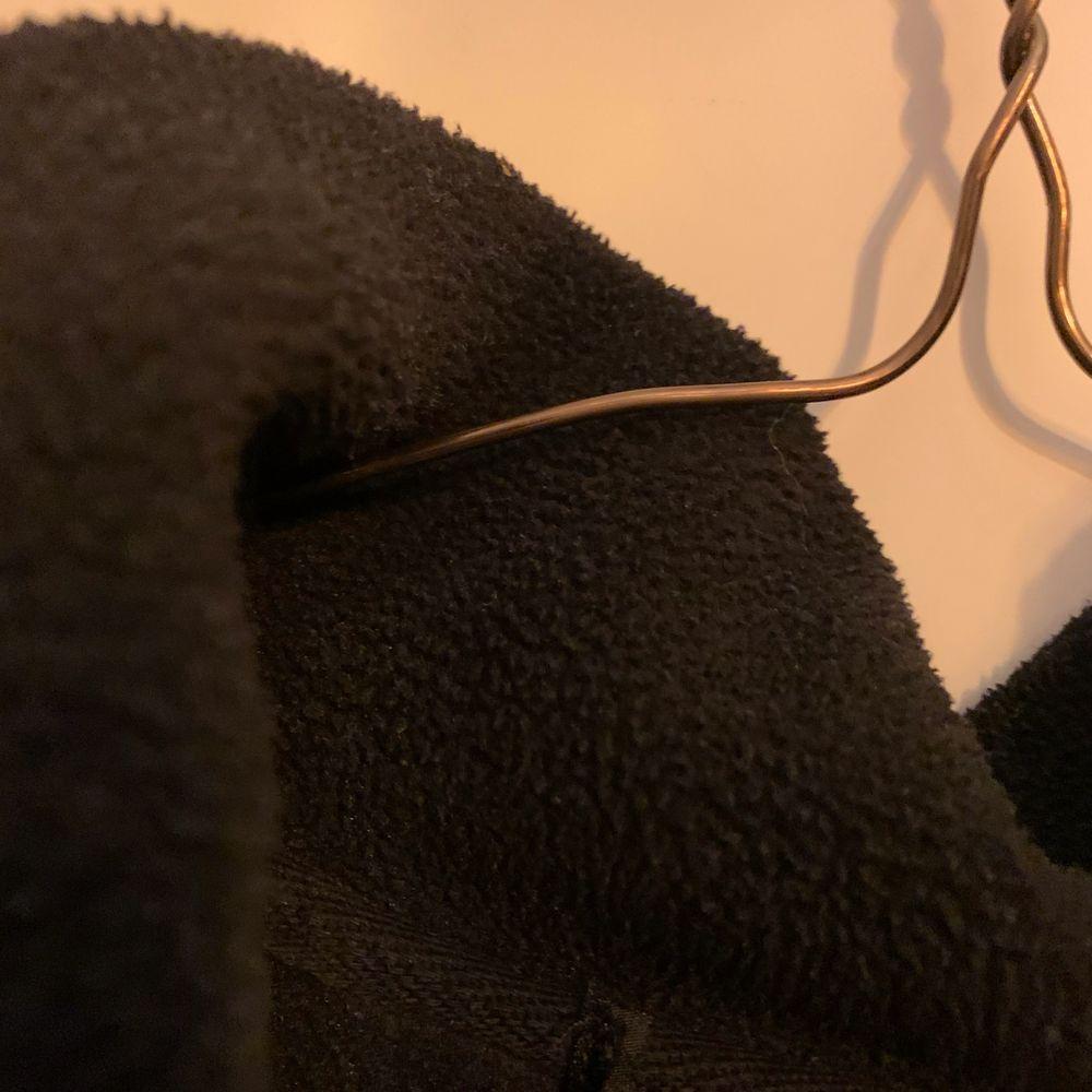 Väldigt bekväm endast använd ett par gånger köparen står för leverans kostnader. Tröjor & Koftor.